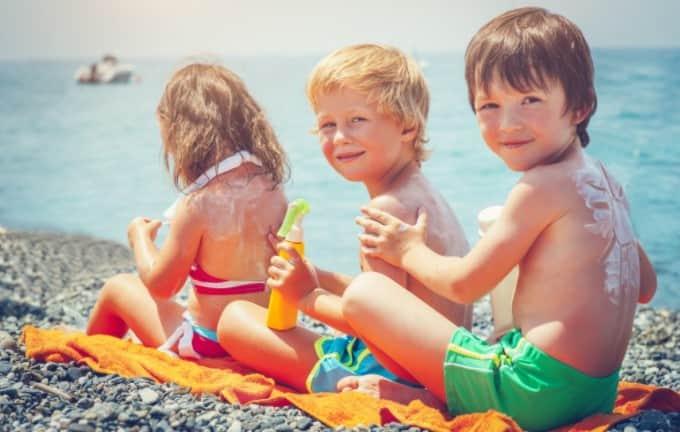 Tắm nắng tăng chiều cao cho bé