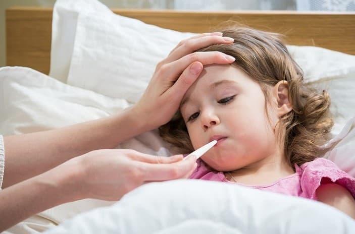 Trẻ sốt viêm họng kéo dài