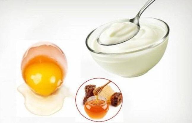 Trộn trứng gà và mật ong cùng với sữa đặc tăng kích thước vòng 1