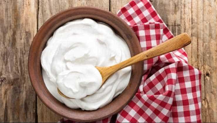 sửa dụng sữa chua trị tàn nhang