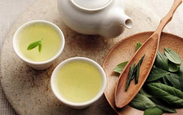 Uống trà xanh sau ăn ít nhất 30 phút