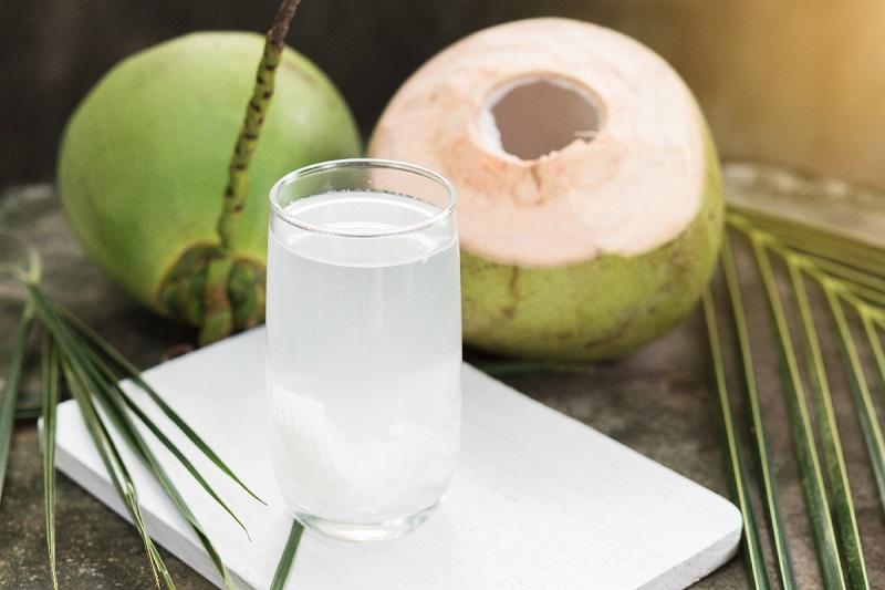 Uống nước dừa