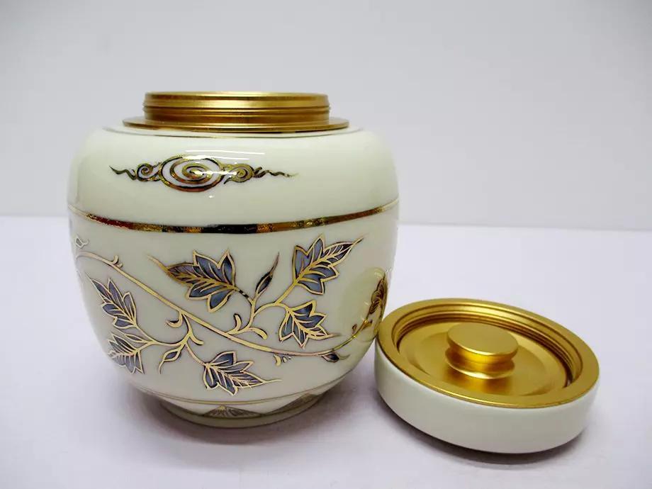 Nên bảo quản trà nõn tôm trong hộp kín và có màu đục tránh ánh sáng trực tiếp
